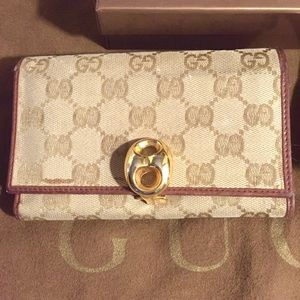 Authentic Beautiful Gucci Wallet w Box n Card